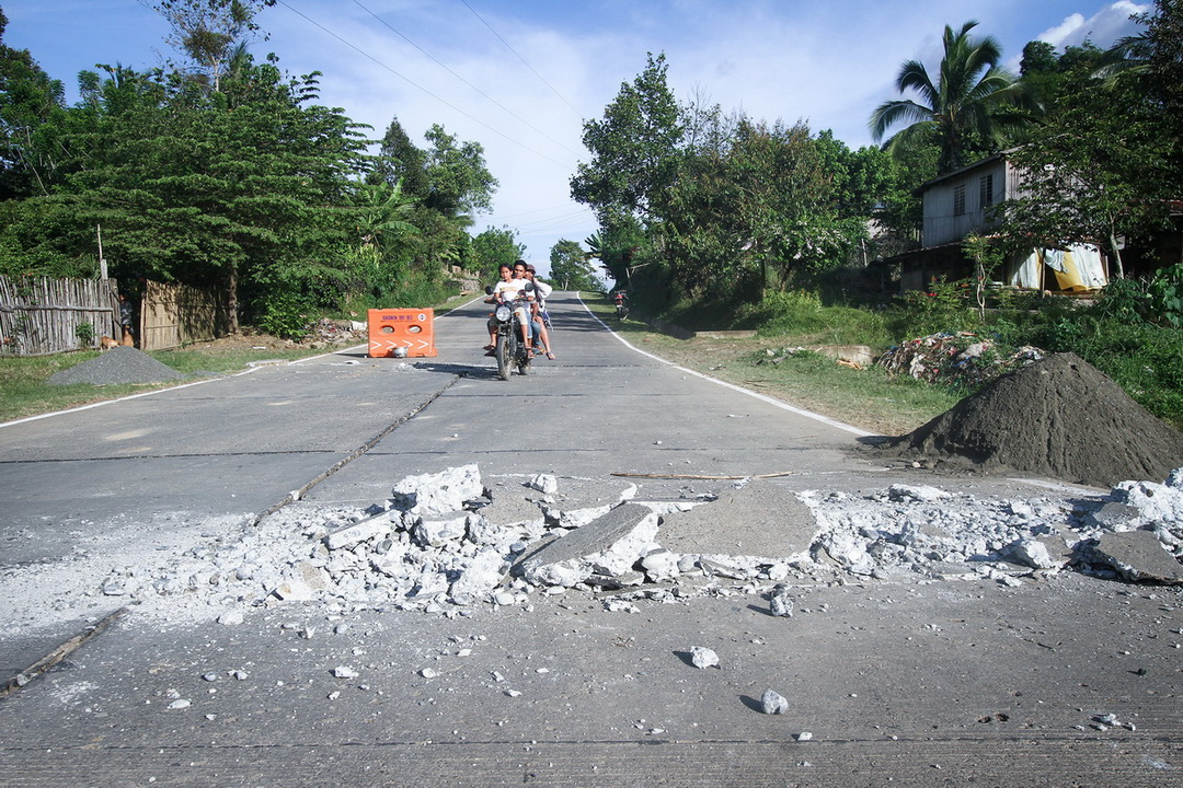 A portion of the national highway in Kalilangan town in Bukidnon was damaged by the magnitude 6 earthquake on 12 April 2017. The quake affected 190 families, 771 individuals and damaged 78 houses, 60 of them partially, 14 severely and four totally damaged.
