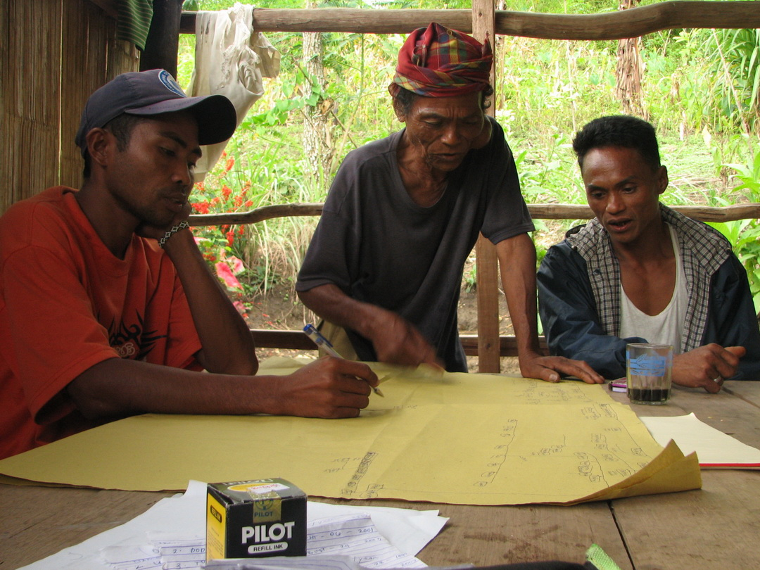 (L-R) Moises of TRICOMM, Datu Lugata and Datu Victor Danyan during one of the ADSDPP planning sessions. (2006)